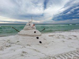 snowman-on-beach-1927360_1280